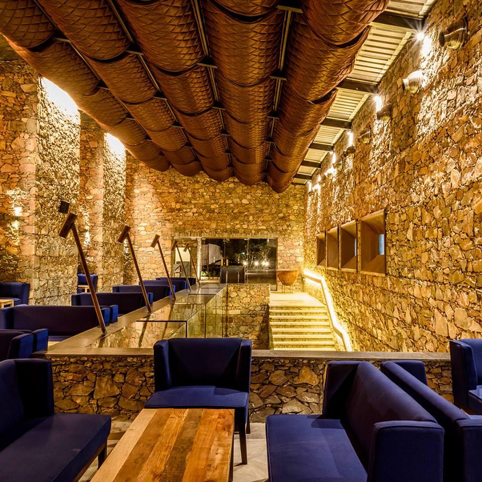 Zoya Lounge at Fort